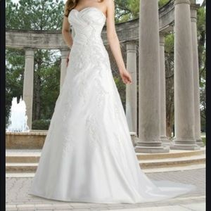 DAVID'S BRIDAL    'STRAPLESS PLEATED A-LINE  GOWN